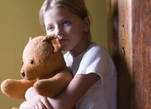 girl-with-teddy